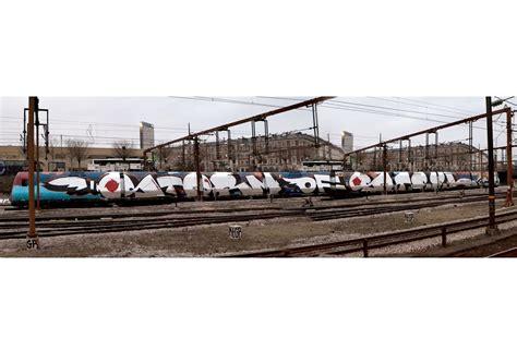 train widewalls