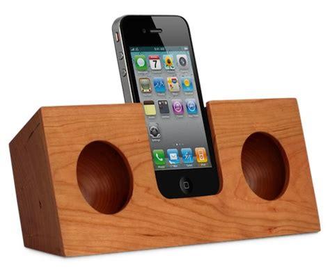 Hello Peacock Iphone All Hp 電源いらず ちょっとオシャレなiphone用木製スピーカードック5選 hello platz ハロー プラッツ