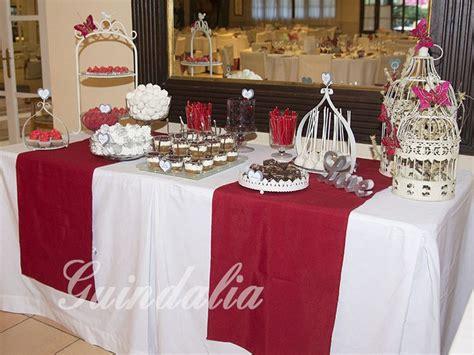 mesas de dulces para bodas mesa dulce para boda en tonos granate y blanco con