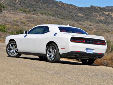 2015 dodge challenger sxt is the undeserved wallflower of