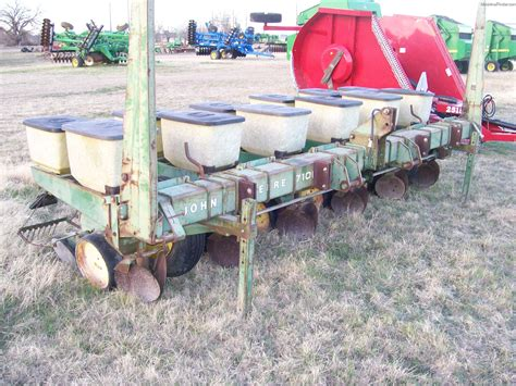 1988 John Deere 7100 Planting Seeding Planters John Deere 7100 Planter