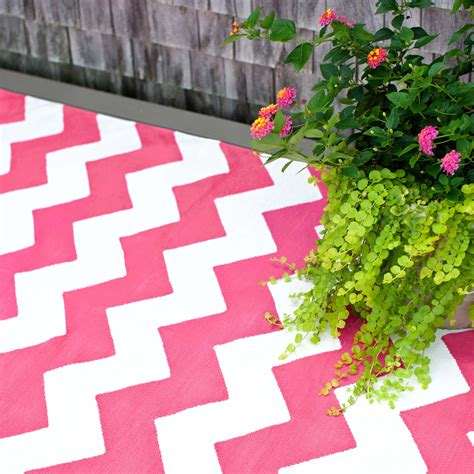 pink and white chevron rug chevron pink and white indoor outdoor rug home decorating diy