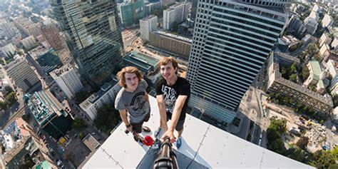 background gedung foto selfie menakjubkan dari atas gedung pencakar langit