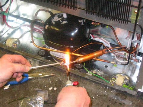 Freezer Kecil Di Semarang service ac semarang hp 082220331136 cara isi freon