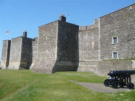 curtain wall of a castle medieval castles 101 defensive measures my literary quest