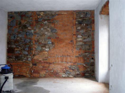 parete interna in pietra foto parete in pietra e cotto di la perla levigatura e