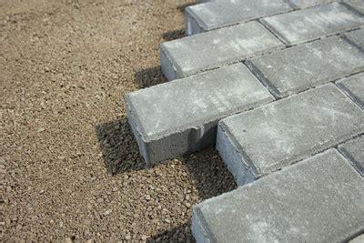 pflastersteine verfugen sand pflastersteine richtig verlegen unsere anleitung