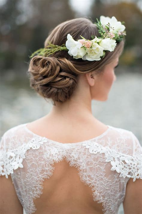 wedding hairstyles 15 fab ways to wear flowers in your hair weddingsonline
