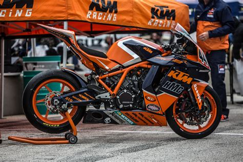 Superbike Ktm 100 Supports Ktm Hmc Superbike Riders Ride 100