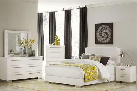 White Platform Bedroom Set by Linnea White High Gloss Vinyl Platform Bedroom Set From