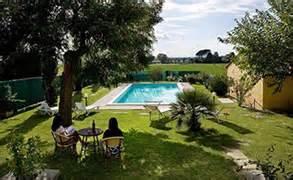 allestimento giardini privati realizzazione e vendita piscine a perugia in umbria