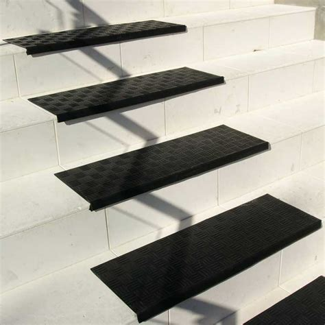 quot grip quot rubber stair tread