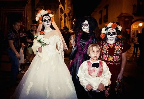 imagenes de halloween mexico an increasing number of catholics pay homage to the
