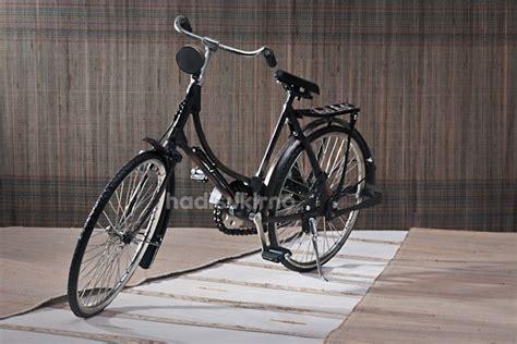 Miniatur Sepeda Ontel Perempuan sepeda ontel perempuan