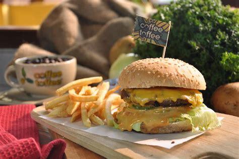 Menu Dan Coffee Toffee nikmati serunya ngopi sambil makan burger di coffee toffee surabaya