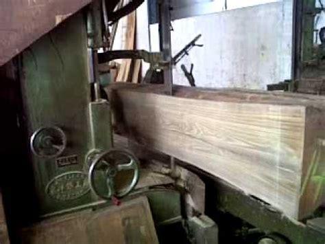 Mesin Gergaji Kayu Gelondongan di pabrik penggergajian kayu doovi