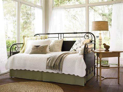 Daybed Bedding Ideas 10 Dreamy Daybeds We Adore Bedrooms Bedroom Decorating Ideas Hgtv