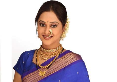 jijabai biography in hindi mrinal kulkarni actress son biography family