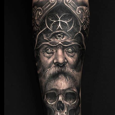 odin tattoo realistisches wikingertattoo odin auf dem arm mit dem