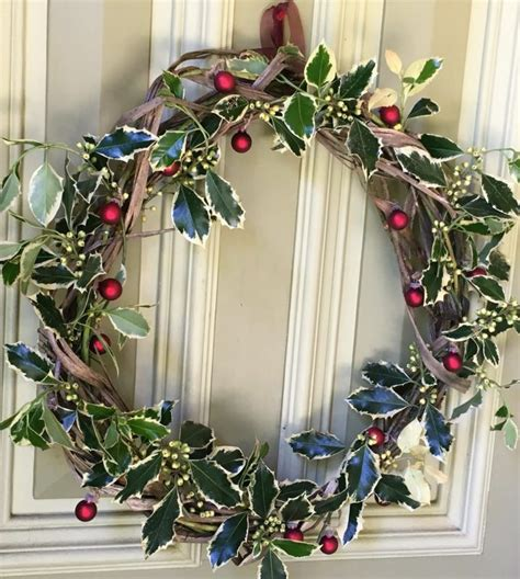 how to make a beautiful christmas twig wreath from tree