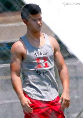 s day with lautner the twilight sisterhood lautner on the set of