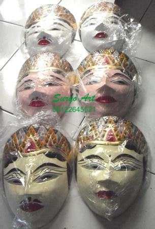 Souvenir Patung Hiasan Kado Kerajinan Miniatur Topeng Eropa Cewek kerajinan wayang kulit souvenir khas jawa suryo souvenir kenangan lucu unik antik khas