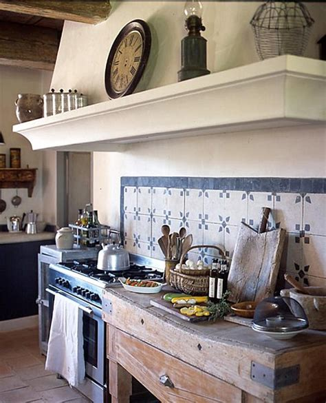 english country kitchen cuisine pinterest shabby and charme a goult nel luberon una bella casa