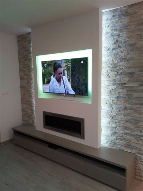 chimenea  pared de tv  azulejos de piedra en  muros de piedra interiores diseno de