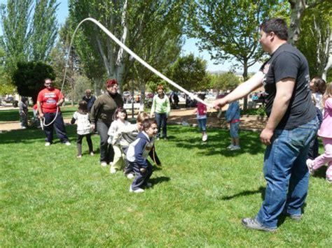 fotos de niños jugando juegos tradicionales juegos y juguetes tradicionales tipos y ventajas