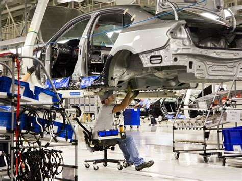 wages trade deals luring auto plants  jobs  mexico daily mail
