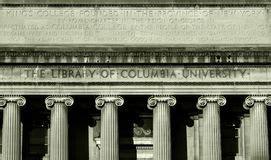 libreria dell università facciata della biblioteca pubblica di new york fotografia