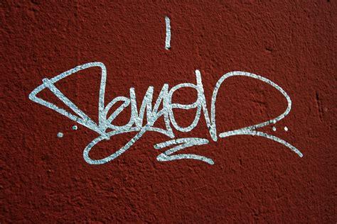 a graffiti tag tag graffiti