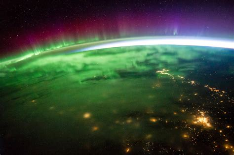 auroras from space pictures the life and times of judge roy bean vocabulario