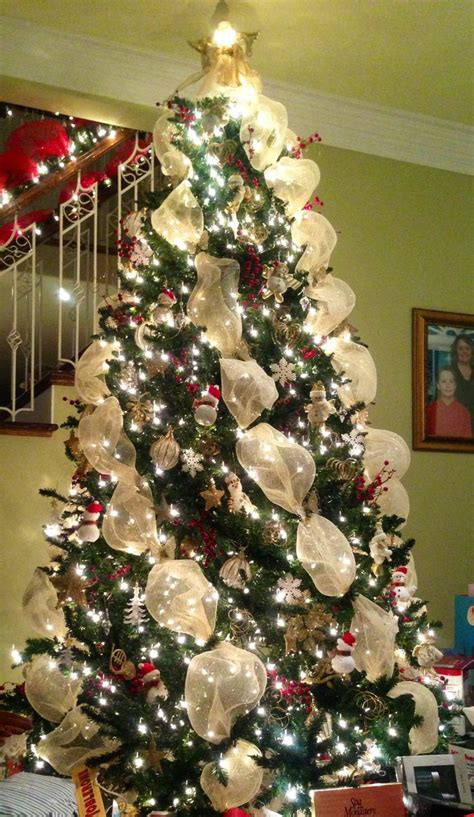 44 xmas center pieces and gold mesh tree