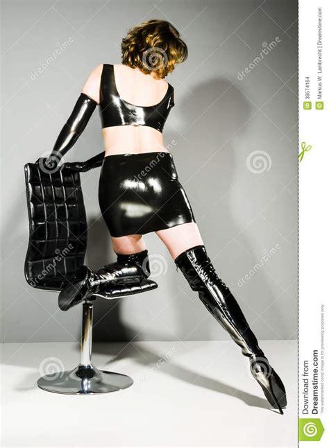 imagenes con latex mujer en la ropa del l 225 tex que la muestra detr 225 s