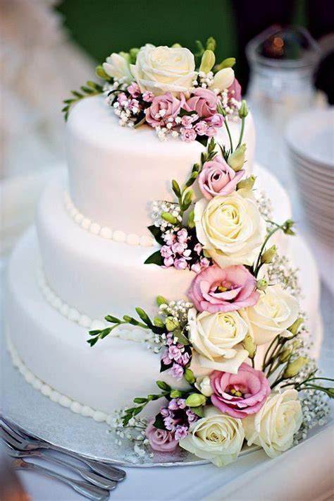 flowers for wedding cakes real use real flowers on your wedding cake s wedding