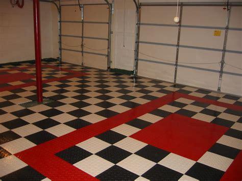 White Floor L And White Checkered Floor Tiles Carpet Awsa Nurani