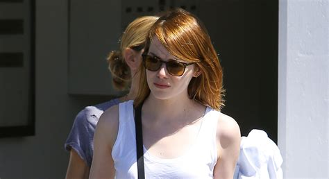 emma stone name emma stone holds bag with andrew garfield s name on it