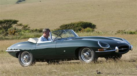 jaguar on top gear drives the e type part 1 2 series 17 episode 1