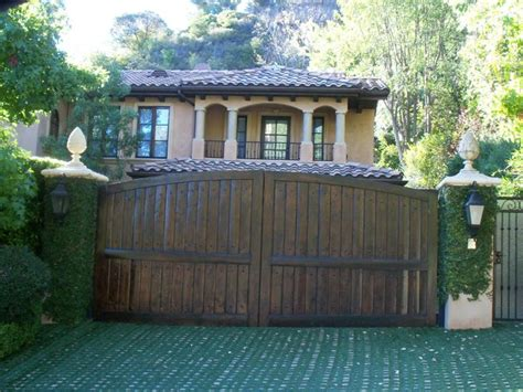 kim kardashian old house 16 best images about kim kardashian s old house on pinterest mansions kim
