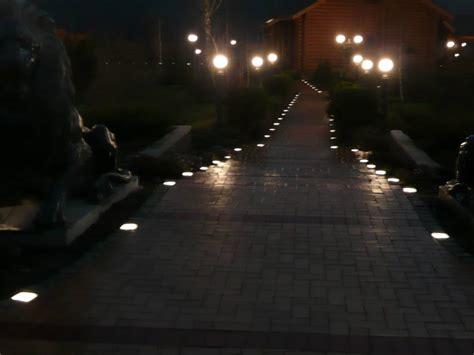 beleuchtung einfahrt pflaster led leuchtsteine pflaster galabau m 228 hler traumgarten