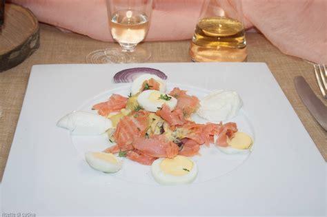 cucinare salmone affumicato insalata di salmone affumicato e patate ricette di cucina