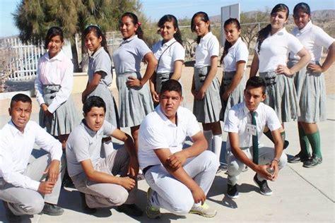 curricula para escuelas secundarias 2016 150 000 estudiantes de bcs recibir 225 n vales para uniformes