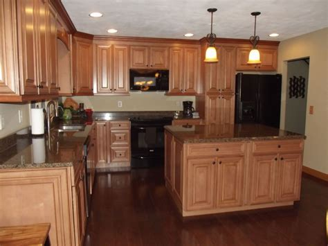 maple spice with mocha glaze cabinets and tropical granite traditional chicago