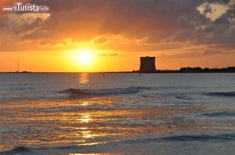 hotel sulla spiaggia porto cesareo tramonto a torre chianca sulla spiaggia delle foto