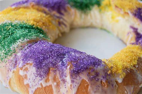 s king cake king cake cheesecake kitchen belleicious