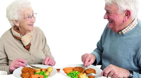alimentazione per malati di alzheimer il cibo aiuta a socializzare anche tra malati di alzheimer