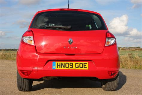 renault hatchback from the renault clio hatchback review 2005 2012 parkers