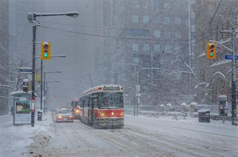 It Is Cold In Toronto Aka I Boots Wonderbalm by Primera Nevada De Invierno Golpea El Gta Y El Sur De
