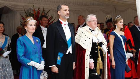 reyes y reinas de 8467715316 as 237 ha recibido isabel ii a los reyes de espa 241 a en im 225 genes